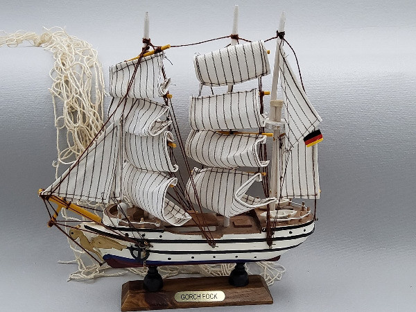 Modellschiff Gorch Fock Schiffsmodell aus Holz - 24 cm