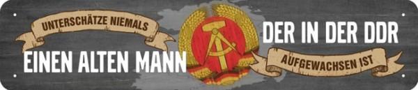 Straßenschild unterschätze niemals einen alten Mann DDR